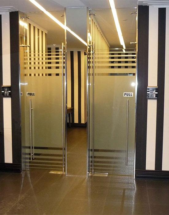 stukleni-vrati-hoteli-restoranti